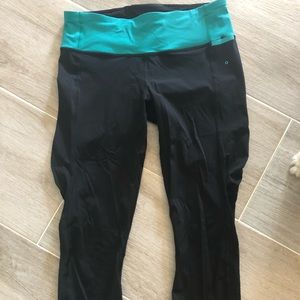 Lululemon black and teal laser leggings size 6